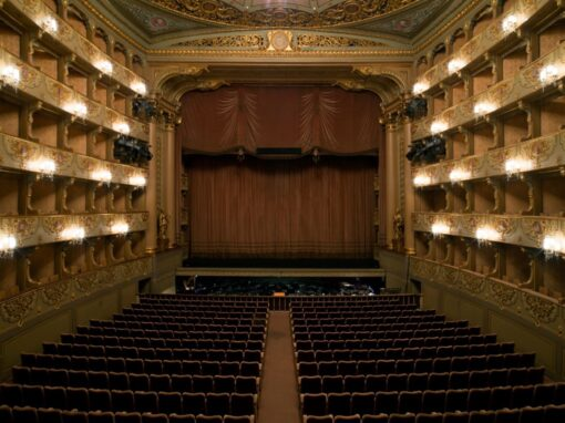 São Carlos Theatre, a place for the Romantic and Music Lovers
